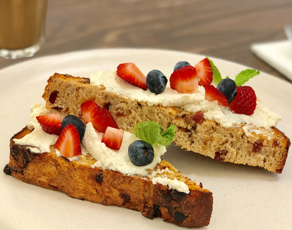 Chunky fruit loaf with strawberries2r